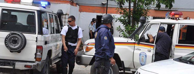 Detenidos secuestran a un funcionario de Poliguaicaipuro dentro de calabozos