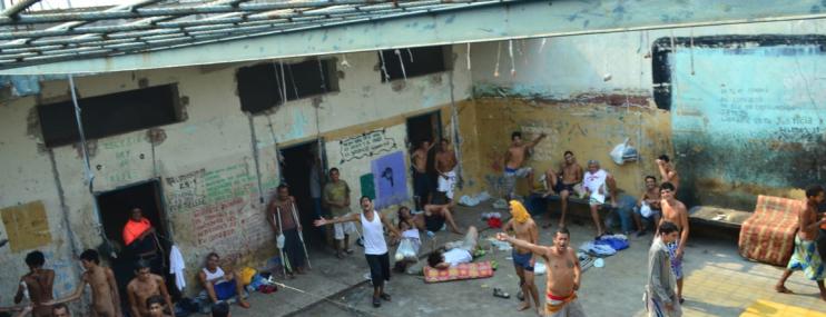 Vecinos en comunidades cercanas a centros de detención preventiva tienen opiniones diferentes sobre la vida próxima a los calabozos