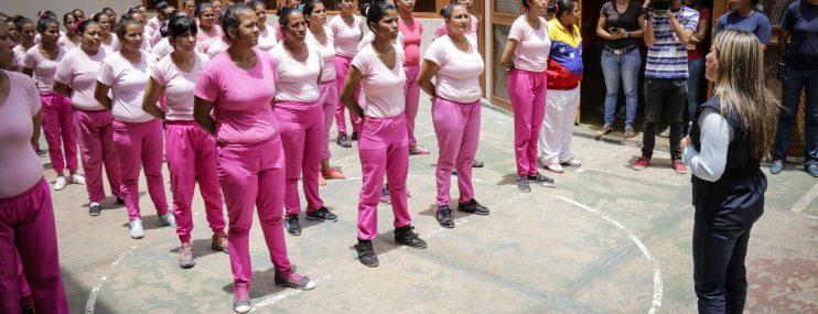 Gobierno promete atender hacinamiento en comandos policiales y reforzar el Plan Cayapa