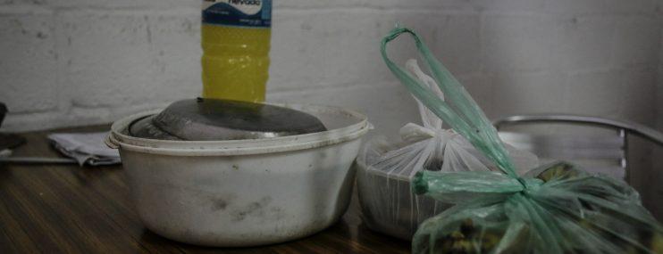 Presos roban alimentos y comen sobras para no morir de hambre en Margarita