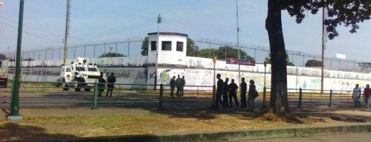 Desalojo y traslado de los privados de libertad en internado judicial de San Fernando de Apure ante su posible cierre.