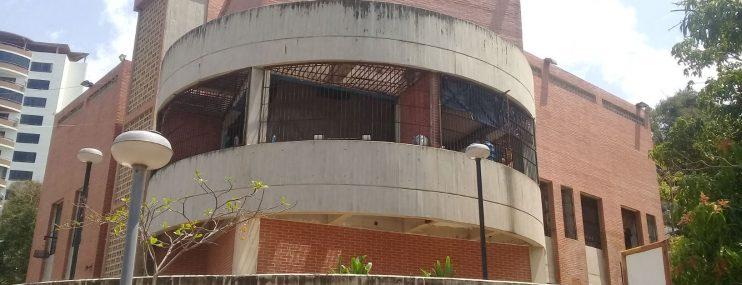 Familiares denuncian que pagan entre 30 y 50 dólares a custodios de Caraballeda para garantizar traslado a tribunales