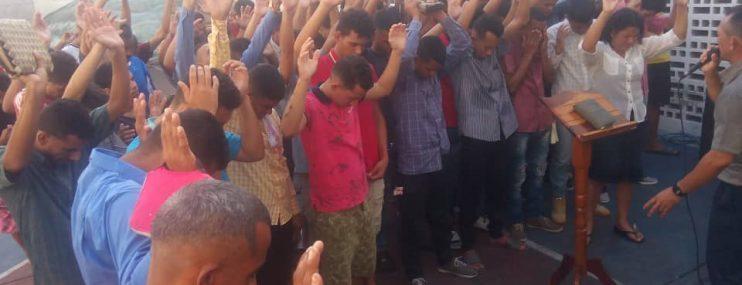 FALCÓN Iglesia evangélica llevó alimentos a presos de Polifalcón en Punto Fijo