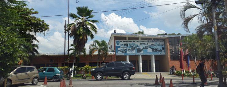 "Falta de alimentos golpea a calabozos policiales  Carabobeños: ""Yo traigo la comida que puedo"""