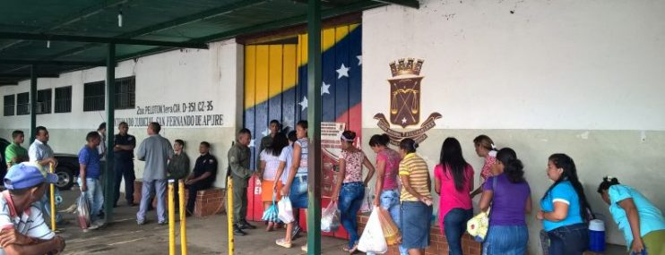 Familiares sufragan alimentación  de privados de libertad  en centros de detención preventiva en Apure