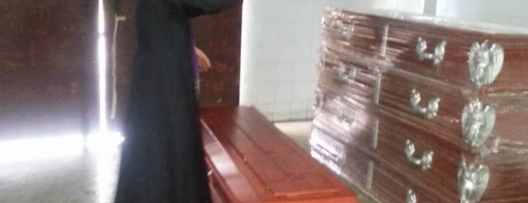 Donan urnas para que no entierrena reos de Fénix en Lara en bolsas negras