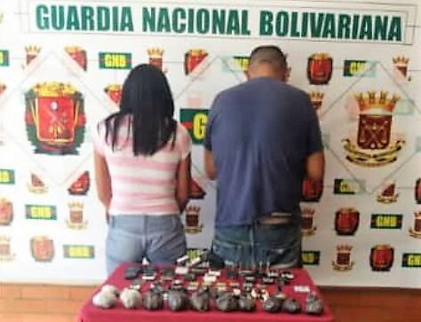 Detenidos un policía y una mujer que llevaban droga y armas a la cárcel de Coro