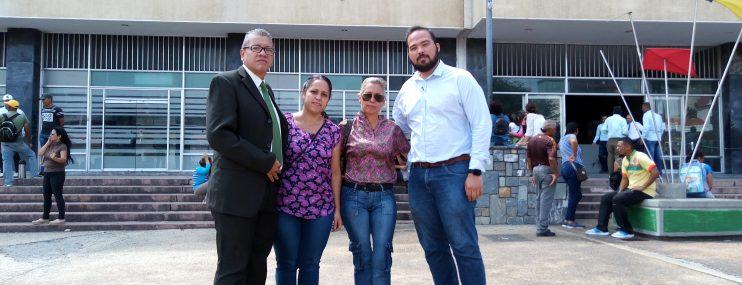 Lara: Rompe el silencio y pide justicia y la libertad de su hijo preso en Fénix