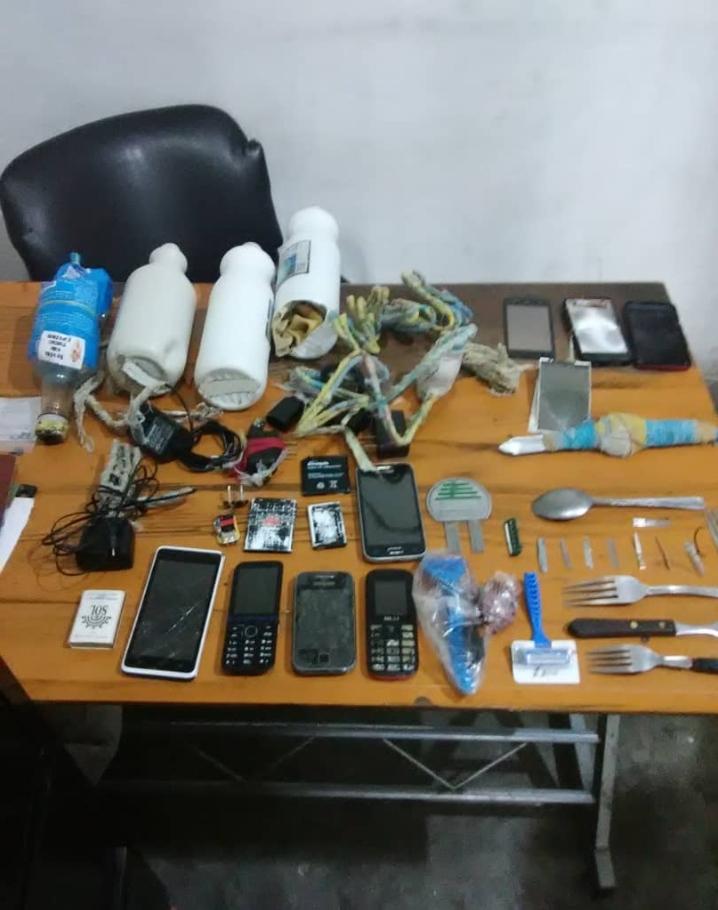 Miranda: Poliguaicaipuro encuentra hojillas y celulares durante requisa en calabozos