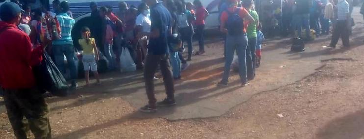 """Familiares de reclusos en Bolívar: """"No negamos que a veces la mayoría de las cosas que llevamos para que coman son de la caja CLAP"""""""
