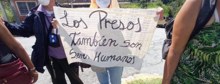 Familiares de privados de libertad realizaron un pancartazo protesta en el Circuito Judicial de Mérida