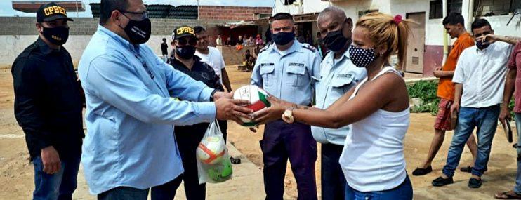 Zulia: Entregan nueve balones deportivos a privados de libertad del retén de Cabimas