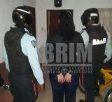 Detienen a mujer solicitada por delito de homicidio calificado en tribunal de Vargas